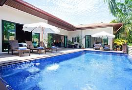 Ploi Jantra Villa | Großes betreutes 5 Betten Ferienhaus in Nai Harn Phuket