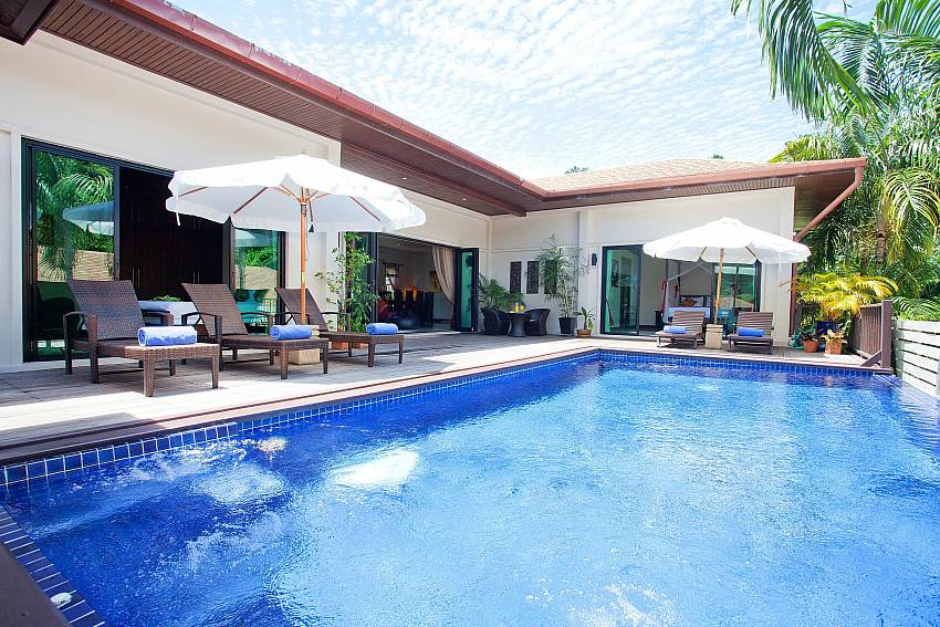 pool-and-villa-ploi-jantra-villa-5-bedroom-large-pool-nai-harn-phuket-thailand