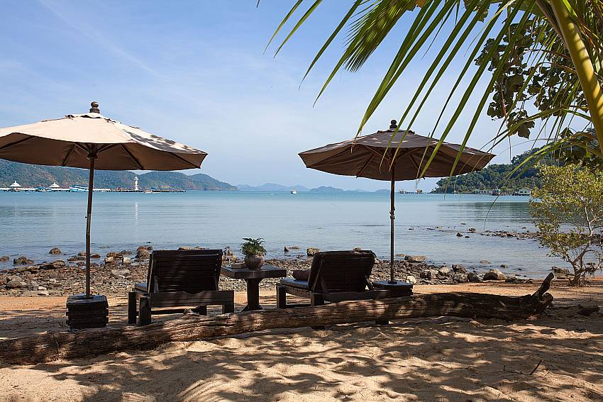 Beach Natures Oasis Resort No.6 at Bang Bao Koh Chang