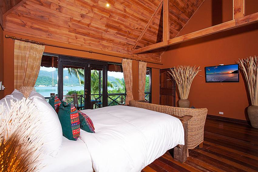 Bedroom with TV Natures Oasis Resort No.7A in Bang Bao Koh Chang