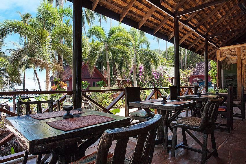 Dinning area Natures Oasis ResortNo.7A in Bang Bao Koh Chang