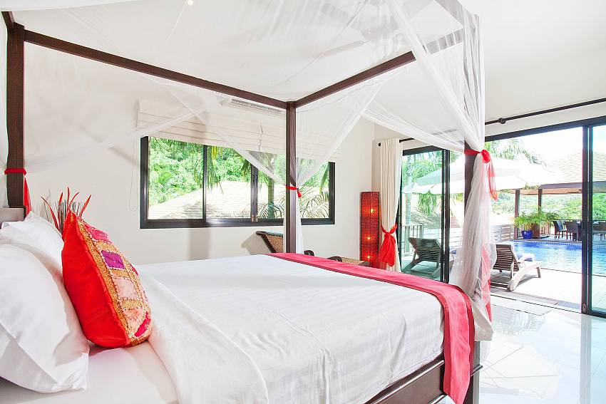 main-bedroom-ploi-jantra-villa-5-bedroom-large-pool-nai-harn-phuket-thailand