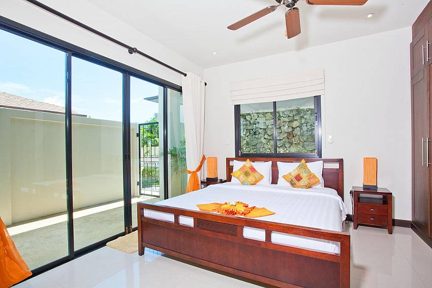 bedroom-5-ploi-jantra-villa-5-bedroom-large-pool-nai-harn-phuket-thailand