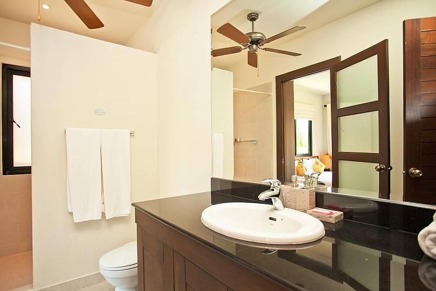 en-suite-ploi-jantra-villa-5-bedroom-large-pool-nai-harn-phuket-thailand