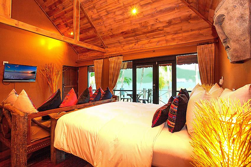 Bedroom with TV Natures Oasis Resort No.7B in Bang Bao Koh Chang