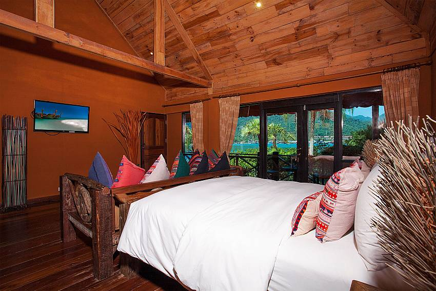 Bedroom with TV Natures Oasis Resort No.8B at Bang Bao Koh Chang
