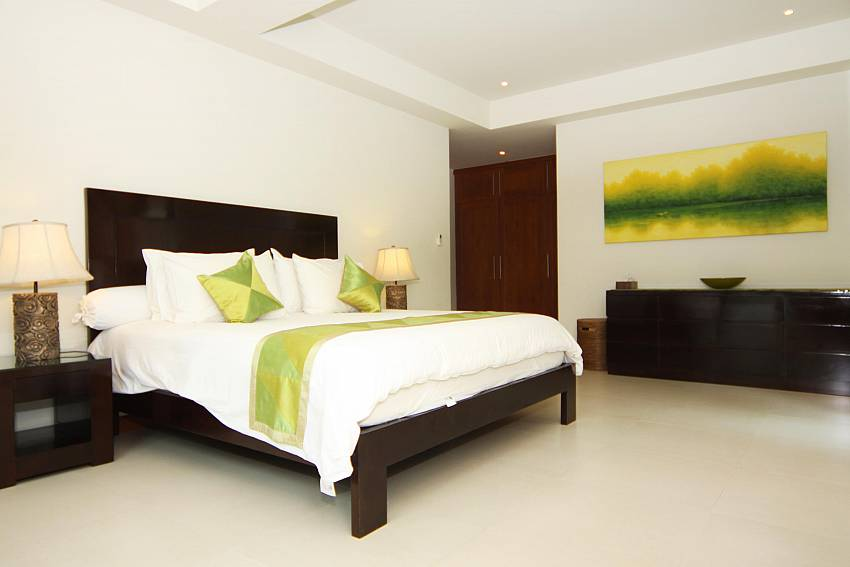 Bedroom-narumon-villa_5-bedroom_serviced-pool-villa_nai-harn_phuket_thailand