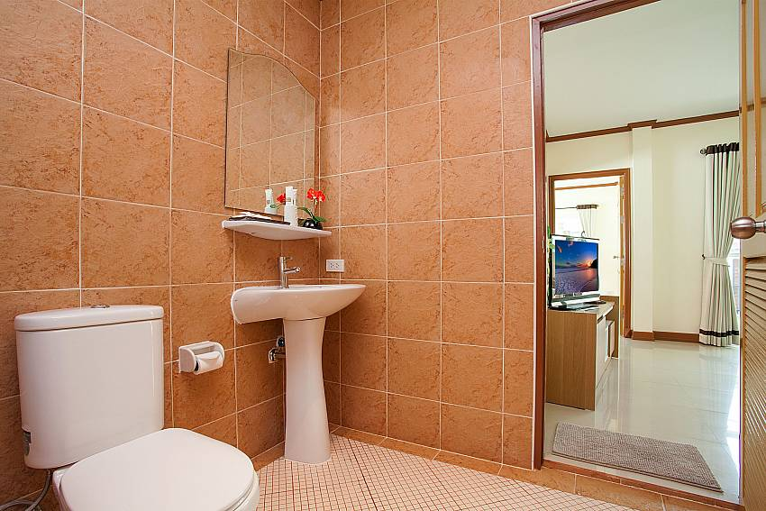 Toilet Timberland Lanna Villa 303 in Bangsaray Pattaya