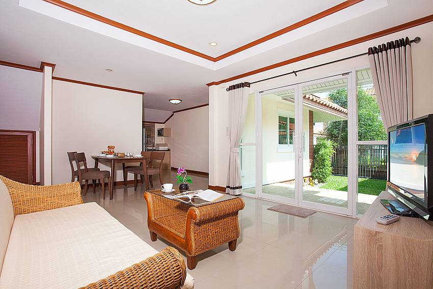 Living area with TV Timberland Lanna Villa 401 in Pattaya