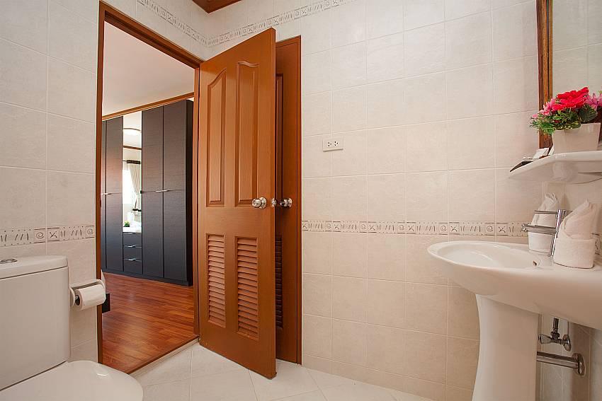 Toilet Timberland Lanna Villa 401 in Pattaya