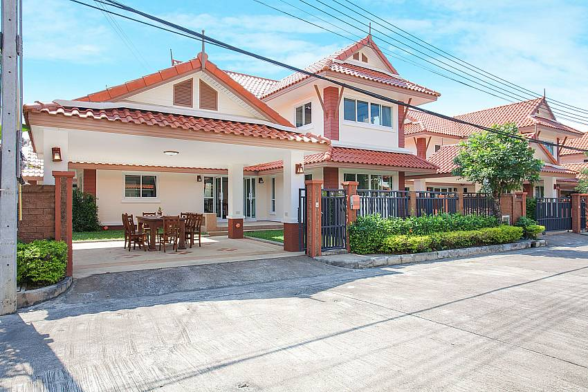 Front of property Timberland Lanna Villa 402 in Bangsaray Pattaya