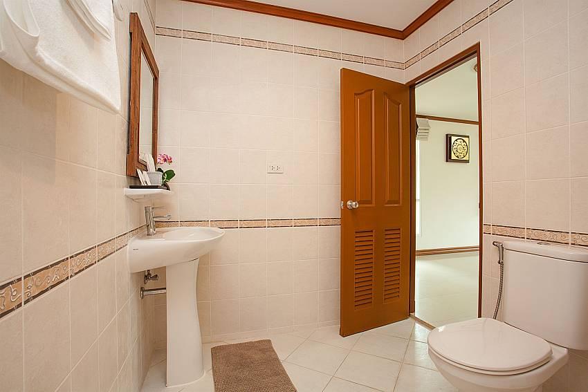 Toilet Timberland Lanna Villa 403 in Pattaya