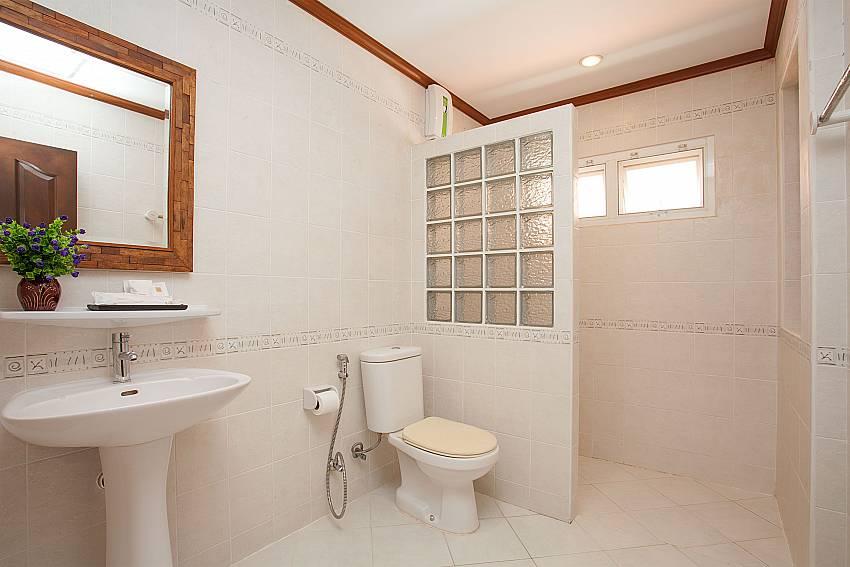 Toilet Timberland Lanna Villa 404 in Pattaya