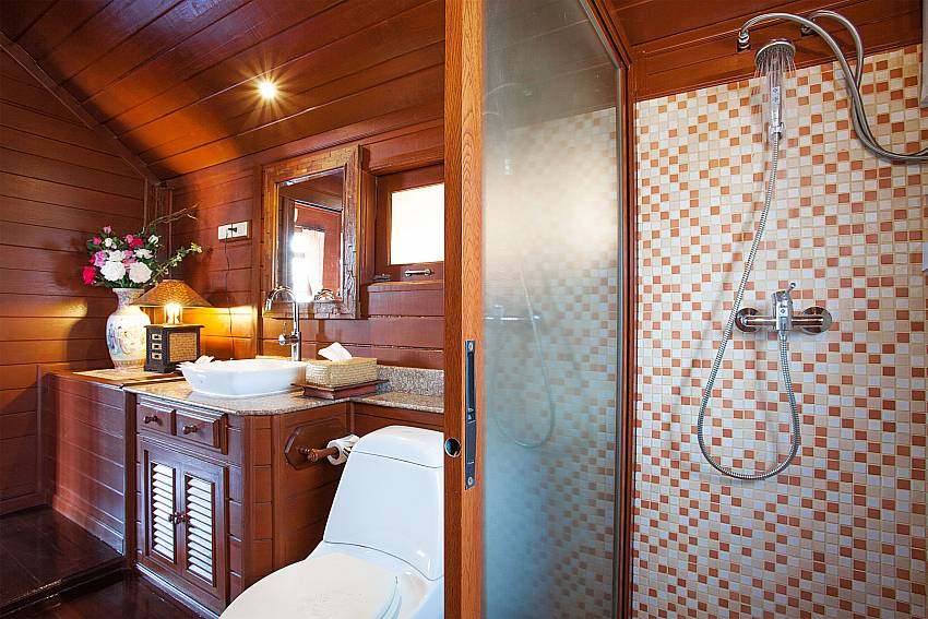 Shower Timberland Lanna Villa 202 in Pattaya
