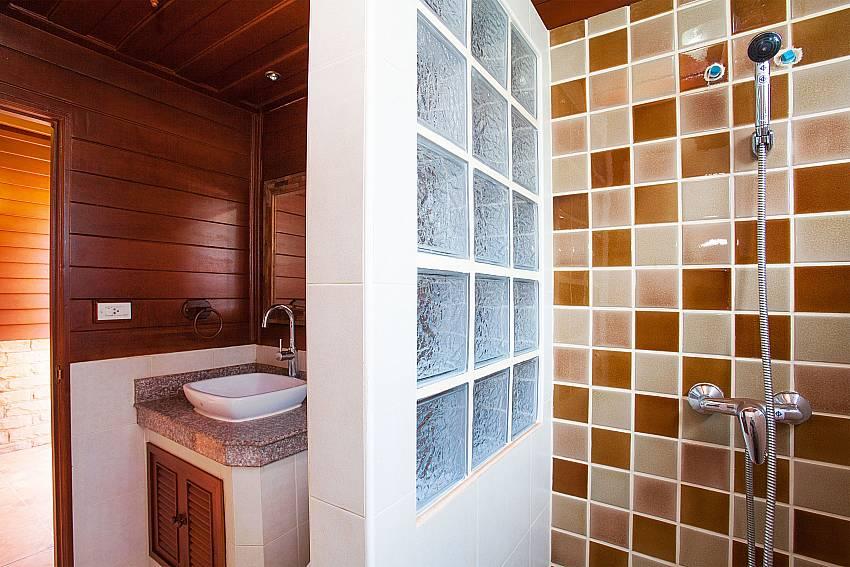 Shower Timberland Lanna Villa 202 in Pattaya