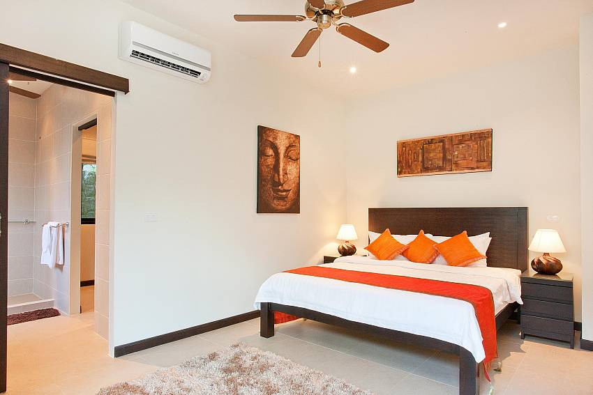 6. bedroom with king-size bed at Waew Opal South Phuket