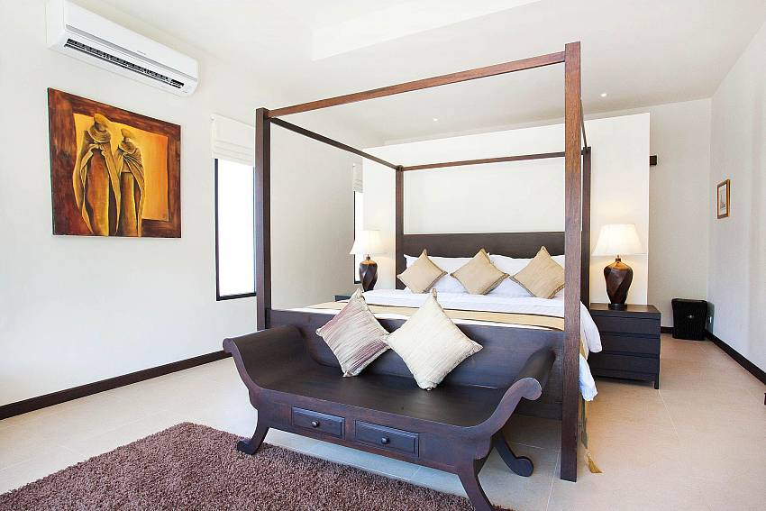 Main Bedroom-waew-opal_6-bedroom_private-pool-villa_nai-harn_phuket_thailand