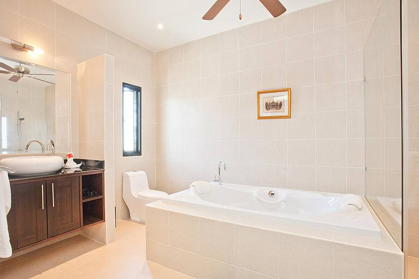 Modern Bathrooms-waew-opal_6-bedroom_private-pool-villa_nai-harn_phuket_thailand