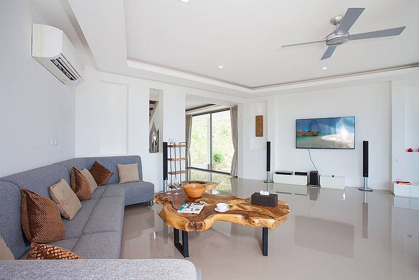 Living area with TV Villa Ajay Samui in Plai Laem Koh Samui