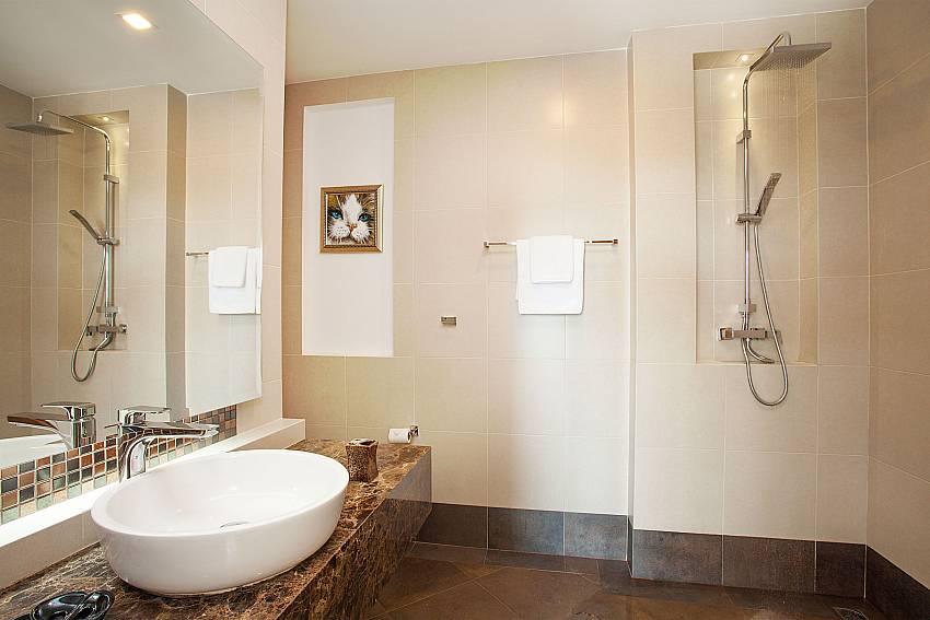 Bathroom with shower Villa Ajay Samui in Plai Laem Koh Samui