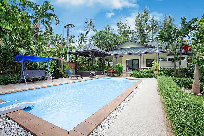 Big private pool at Villa Damini in Laemset Samui Thailand