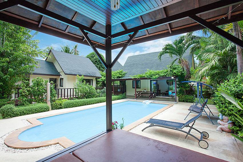 Private Pool with sunbeds at Villa Damini Southeast Samui