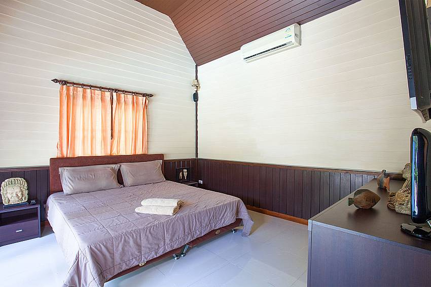 King size bedroom in main house Villa Damini Koh Samui Thailand