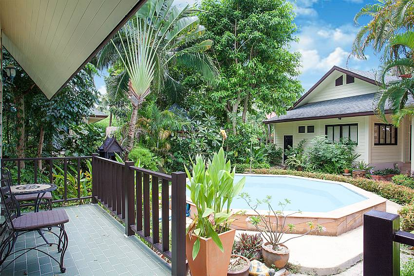 Garden view with Jacuzzi from 4. house in Villa Damini Koh Samui