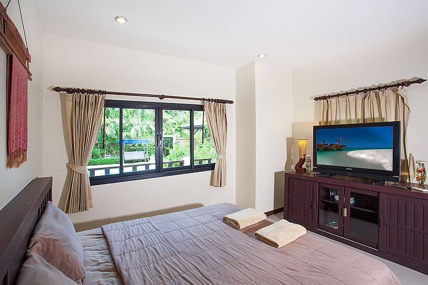 2.bedroom with king size bed and TV at Villa Damini Samui Thailand