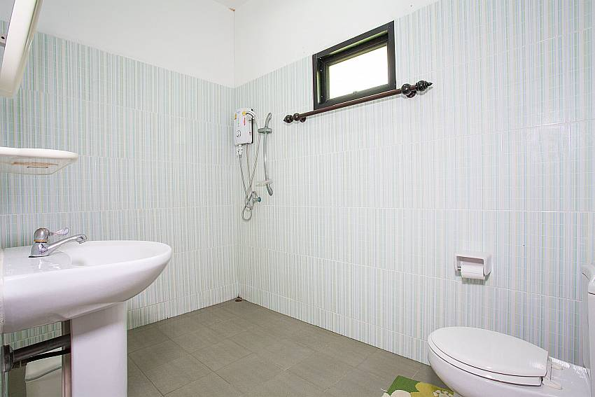 3. en-suite bathroom at Villa Damini in Laemset Koh Samui