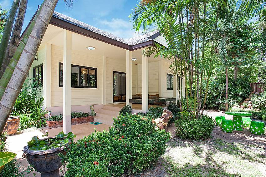 Main house of 5 bedroom Villa Damini in Samui Thailand