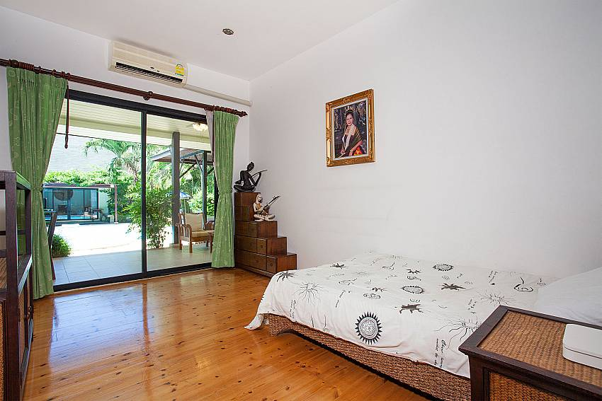 5. bedroom with single bed in main house at Villa Damini Koh Samui