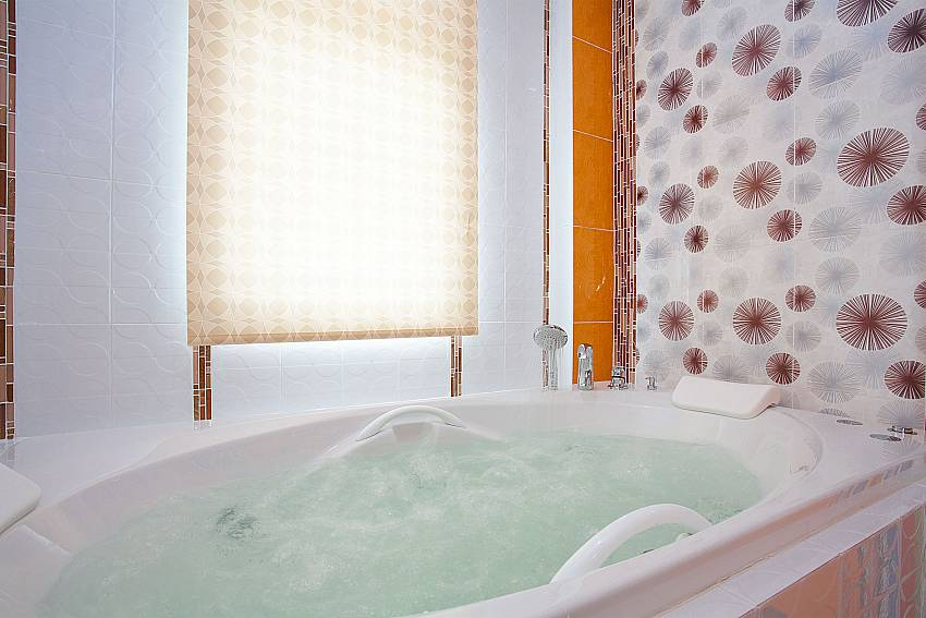 Jacuzzi Melodious Villa in East Pattaya