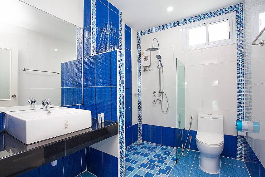Bathroom with shower Melodious Villa in East Pattaya