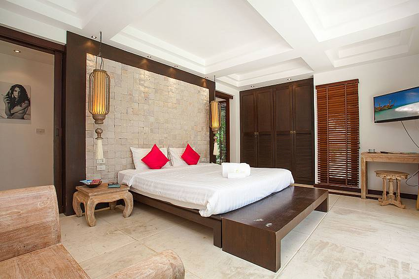 1. bedroom with king size bed at Nirano Villa 25 Phuket