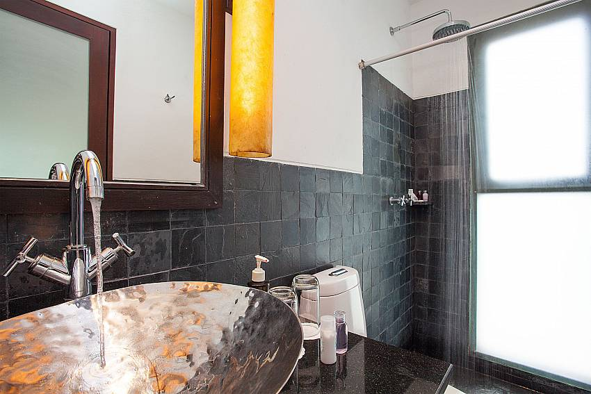 Modern en suite guest bathroom in Nirano Villa 25 Phuket