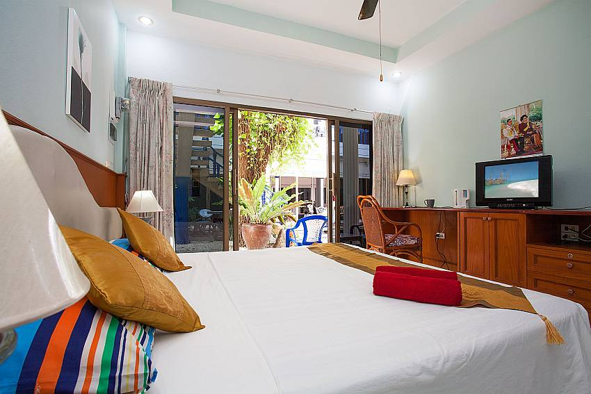 Apartment Khuno 103 with double bed and TV and terrace in Kamela Phuket