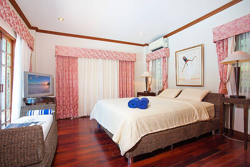 1. bedroom with TV and sofa in Villa Armorela 201, Phuket