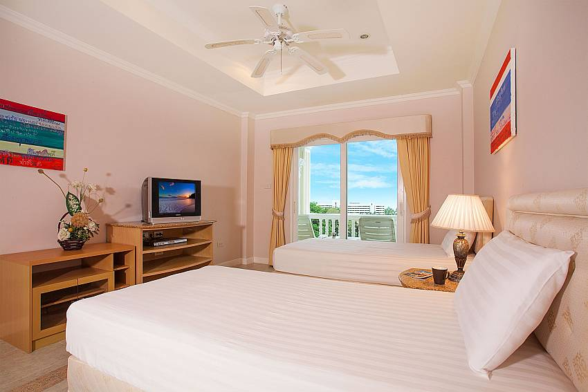 2. bedroom with twin beds at Manuae Condo 202 in Phuket