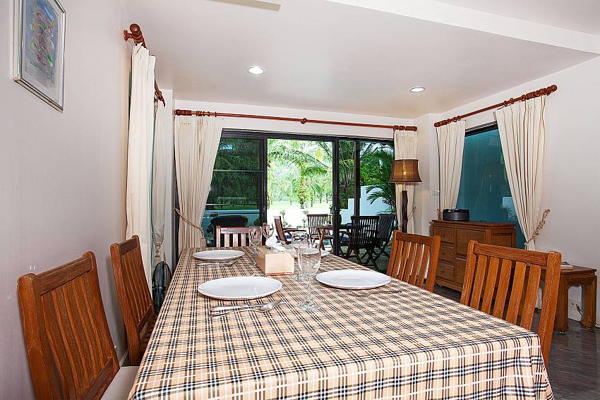 Dining table for 6 persons at Villa Dooriya in Phuket