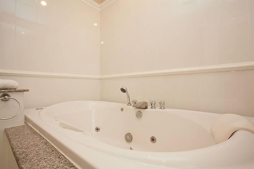 Jacuzzi bath tub in Manuae Condo 102 Karon Westphuket