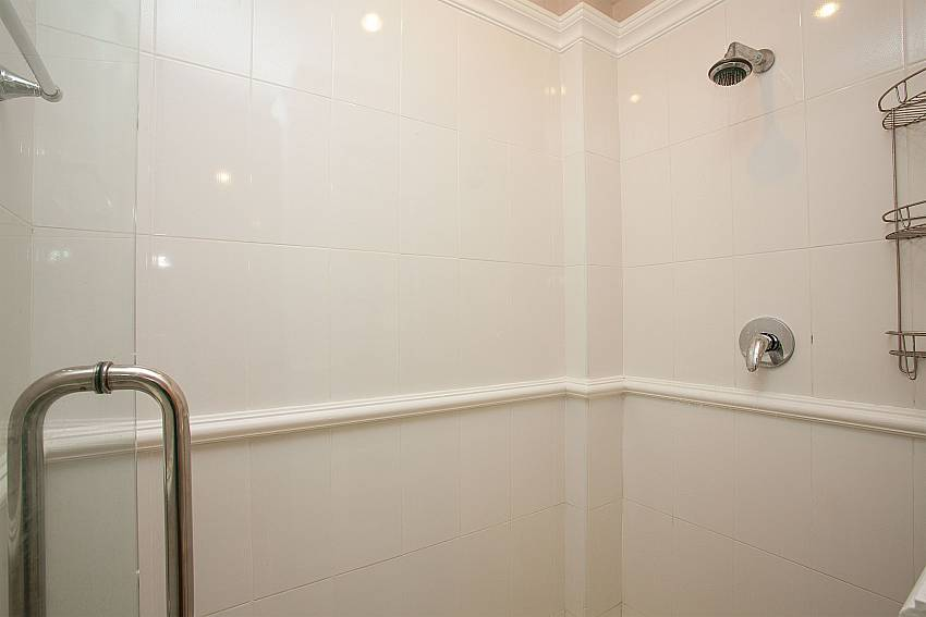 2. bathroom with shower at Manuae Condo 201 in Karon Phuket