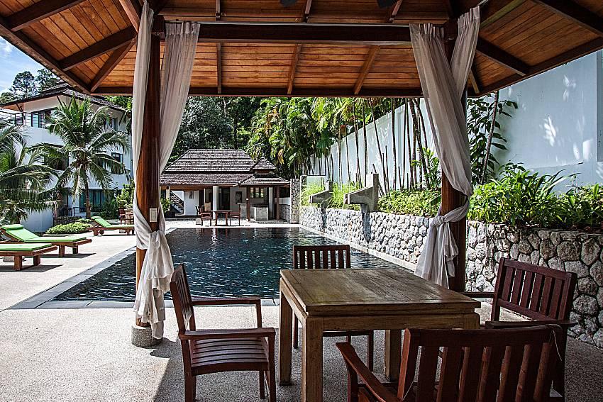 Shaded sitting area at the 2. communal pool at Nirano Villa 26 Kathu Phuket