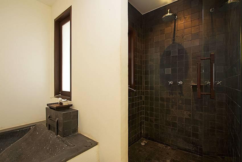 Rain shower in 1. en-suite bathroom of Nirano Villa 26 Phuket