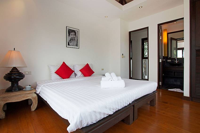 King-size bed in guest bedroom of Nirano Villa 26 in Phuket
