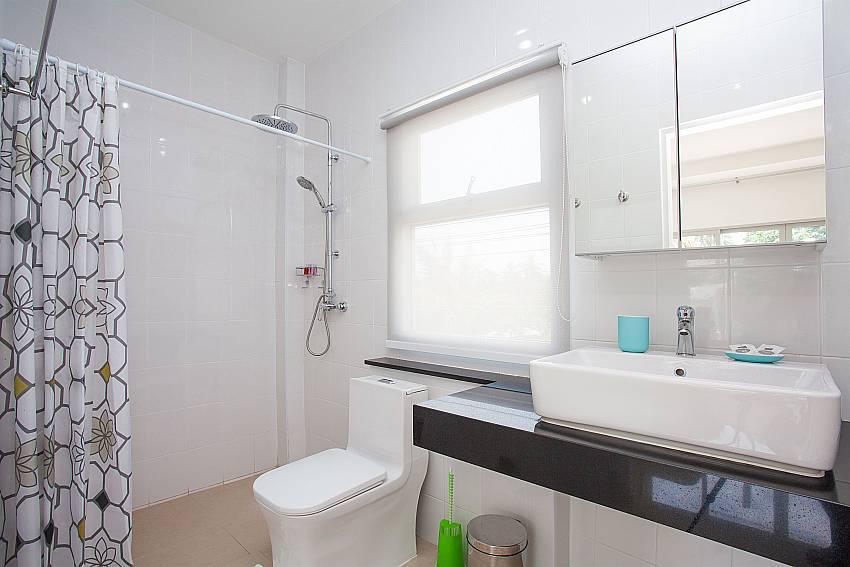 En-suite bathroom at Villa Inigo No.2 Choeng Mon Samui Thailand