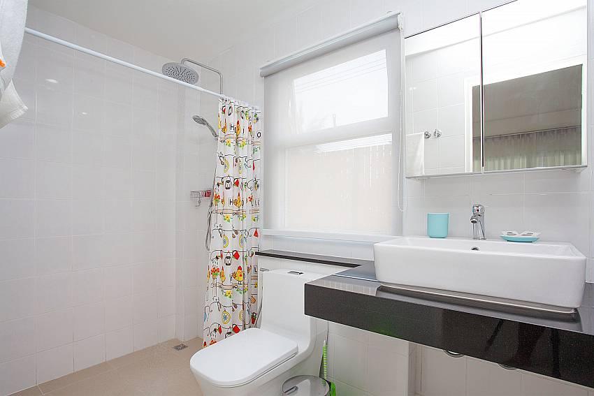 Guest bathroom shared at Villa Inigo No.2 in Koh Samui