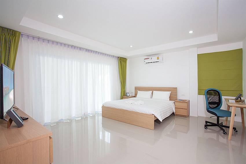 King size bed and TV in 2. bedroom at Villa Inigo No.2 Samui