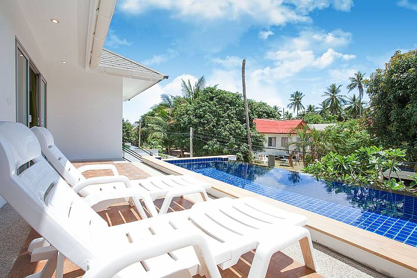 Sun beds by the private pool at Villa Inigo No.3 in Samui Thailand