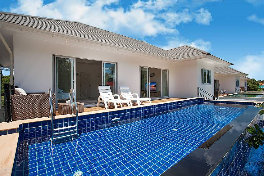 Private pool with sitting and sun loungers by the pool Villa Inigo No.3 Samui